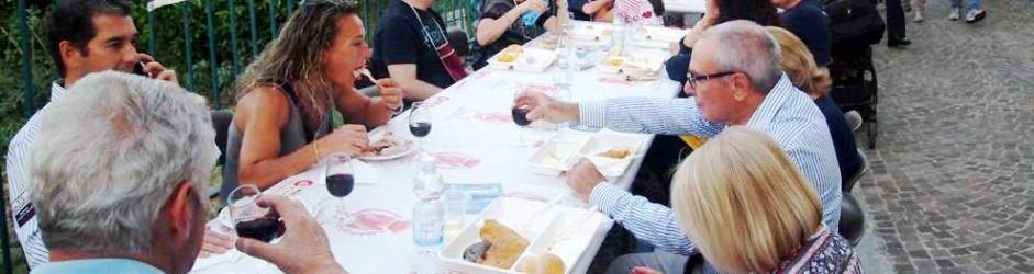"""""""I Percorsi del gusto"""" a Mombaruzzo: il nostro logo sulle tasche portabicchiere"""